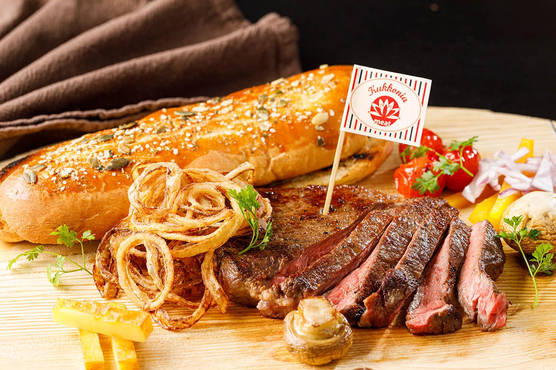Bageta so sirloin steakom a ovocným chutney