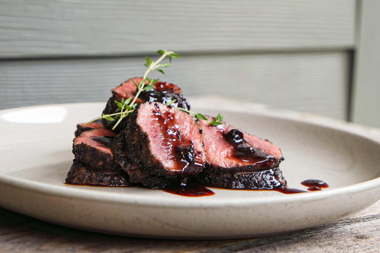 Hanger steak s ostružinovou omáčkou
