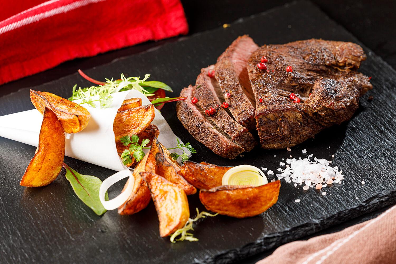 Rump steak s pečenými zemiakmi